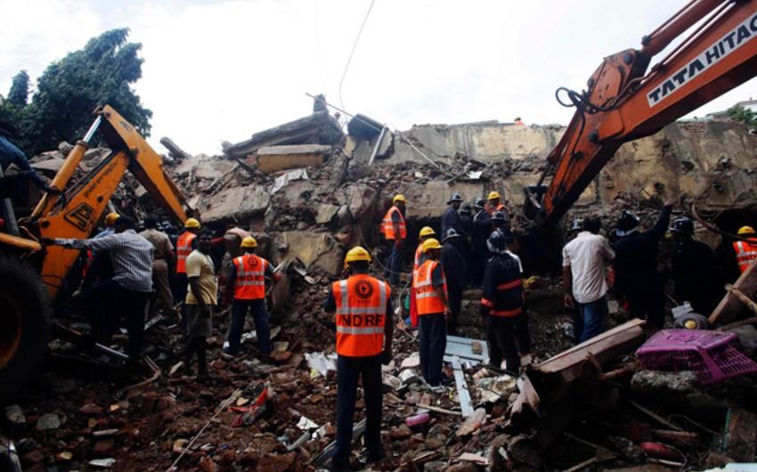 В Мумбаи обрушился жилой дом, более 30 человек могут находиться под завалами