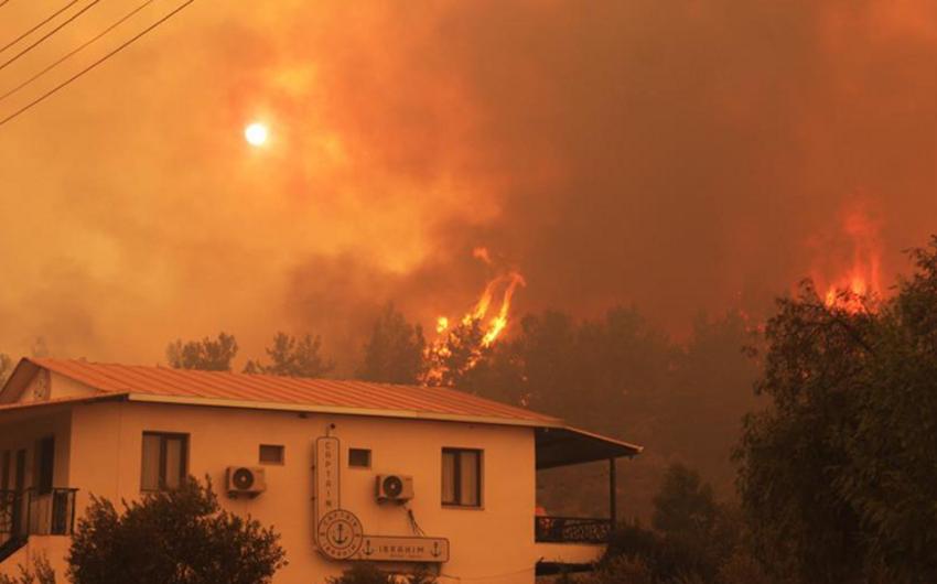 Делегация МЧС Азербайджана отправилась в Турцию для координации работ по тушению пожаров