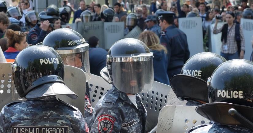 Ermənistanda polis rəisinin müavinləri istefa verdi
