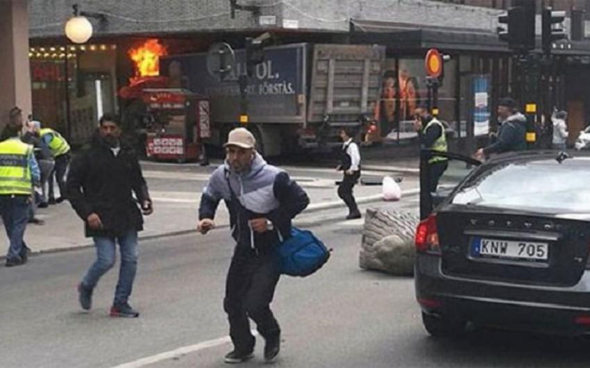 İsveçin baş naziri Stokholmun mərkəzindəki hadisəni terror adlandırıb - VİDEO - YENİLƏNİB