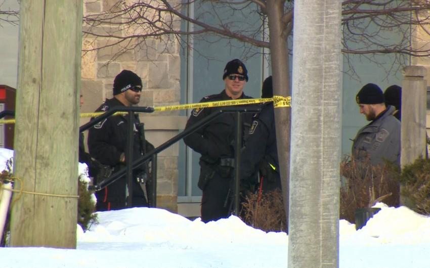 Kanadada silahlı şəxs bankda 10 nəfəri girov götürüb