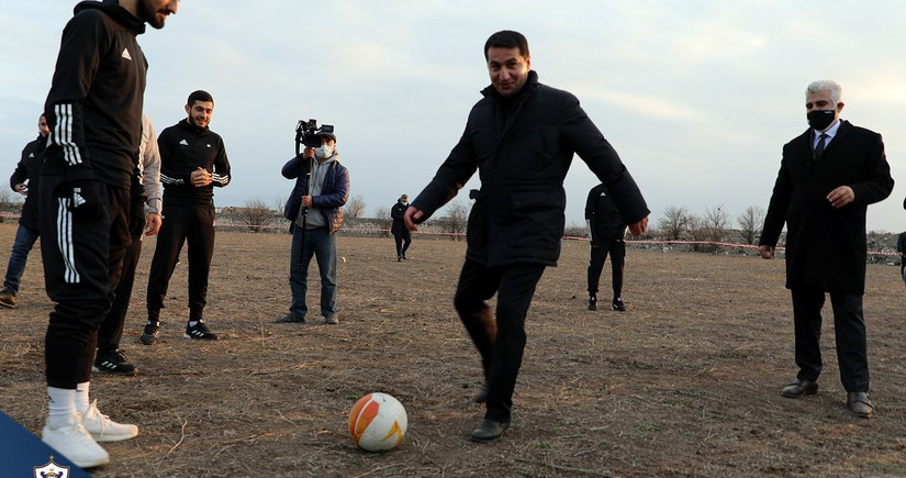 Hikmət Hacıyev Ağdamda Qarabağla futbol oynadı