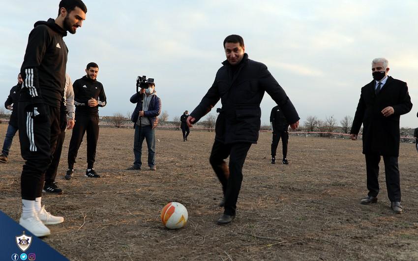 Hikmət Hacıyev Ağdamda futbol oynadı -