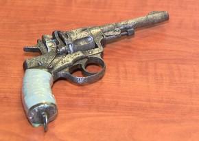 Yevlax sakinindən silah-sursat götürüldü