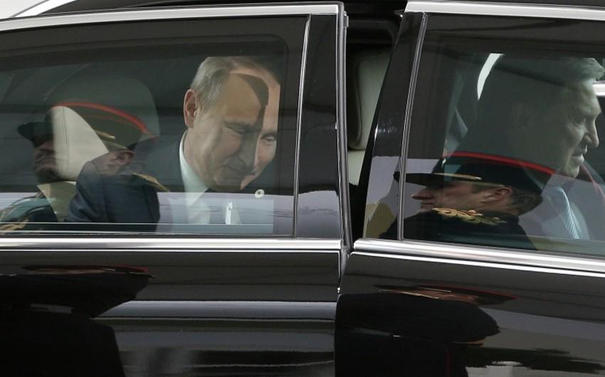 Putin Parisdə sammitin şəkilçəkdirmə mərasiminə niyə gecikdiyini izah edib
