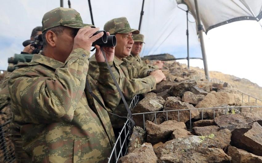 Министр обороны проверил боеготовность подразделений, расположенных на высочайших горных вершинах