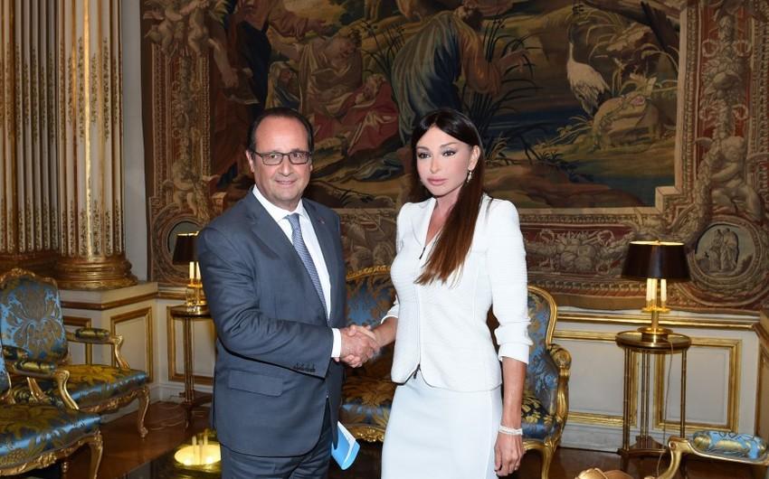 Azərbaycanın birinci xanımı Mehriban Əliyeva Fransa prezidenti Fransua Ollandla görüşüb