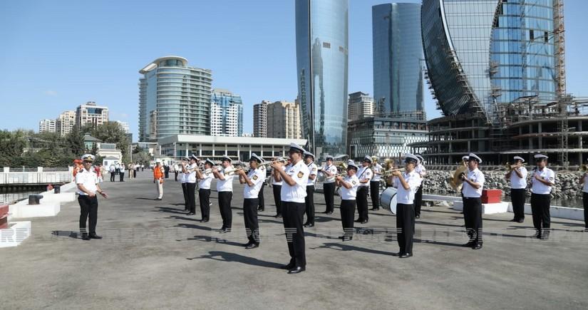 Представители ВМФ России находятся с визитом в Азербайджане