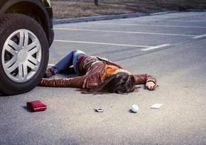 Yevlaxda 25 yaşlı qadını avtomobil vurub