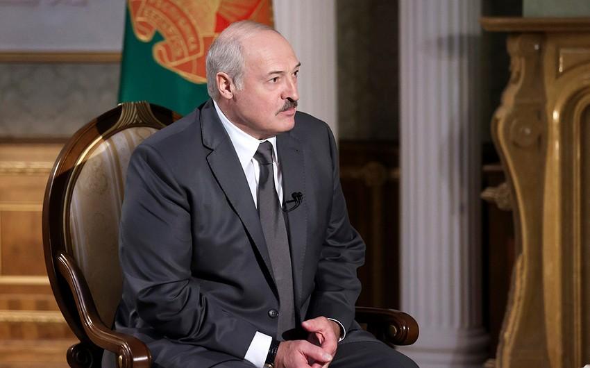Lukaşenko sərhədboyu mühafizəni gücləndirməyi tapşırıb