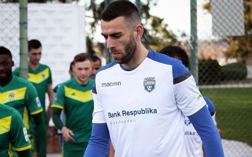 Sabah serbiyalı futbolçu ilə vidalaşdı