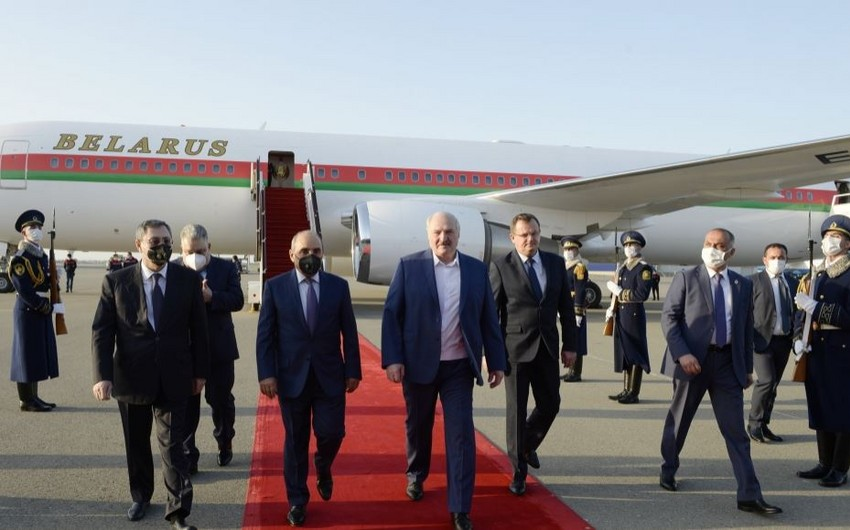 Александр Лукашенко прибыл с рабочим визитом в Азербайджан