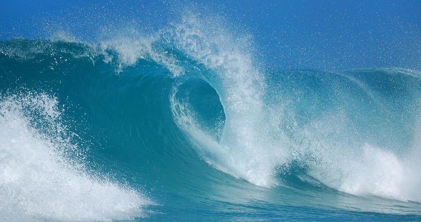 Neft daşlarında dalğanın hündürlüyü 3 metrə çatıb