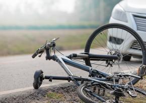 Lənkəranda avtomobil velosipedçini vurub