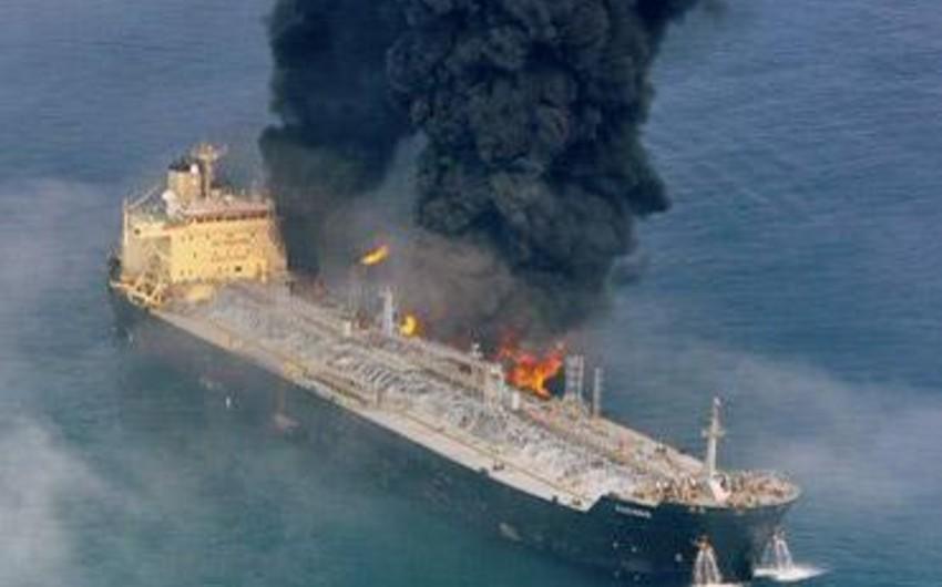 Yapon dənizində göyərtəsində rus dənizçilərin olduğu gəmi yanıb