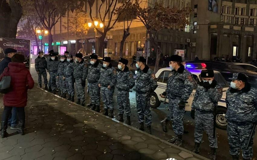 Yerevanda polis etirazçılara güc tətbiq edib, Paşinyanın əleyhdarları saxlanılıb
