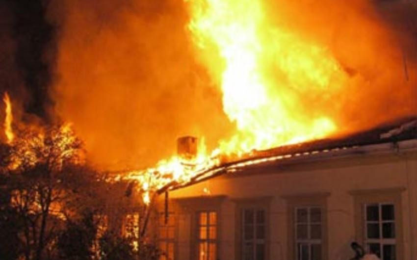 Bakıda ev yanıb, bir nəfər xəsarət alıb