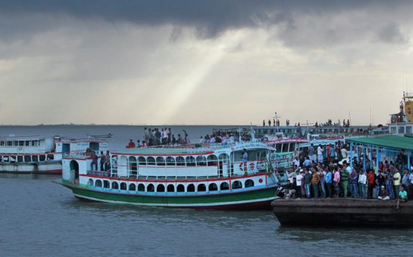 Banqladeş sahillərində gəmi batıb, 17 nəfər itkin düşüb