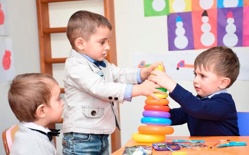 AQTA rəsmisi: Uşaq bağçalarında məhsullar saxlanma rejimlərinə riayət edilmədən istifadə olunur