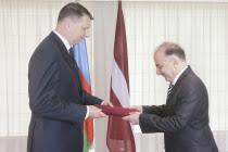 Посол Азербайджана в Латвии вручил верительные грамоты президенту этой страны - ФОТО