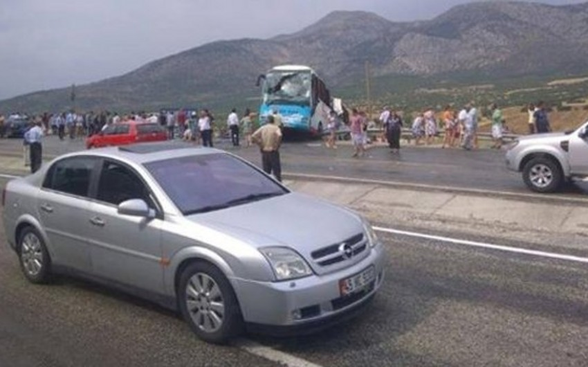 Türkiyədə turistləri daşıyan avtobus aşıb: 4 ölü, 38 yaralı - YENİLƏNİB 1