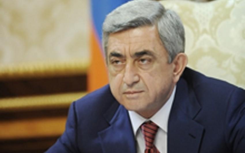Sarkisyan polis binasına hücumla əlaqədar müşavirə keçirib
