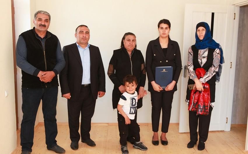 Группе семей шехидов и инвалидам Карабахской войны предоставлены квартиры