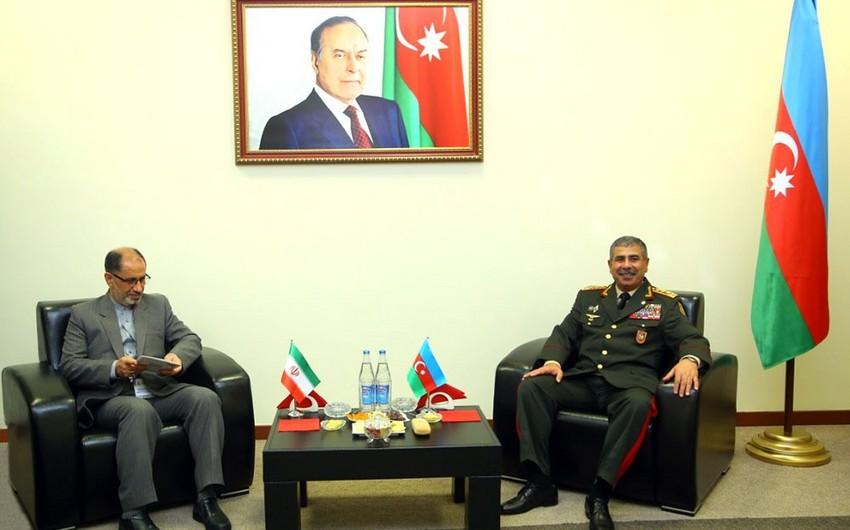 Azerbaijan Defense Minister meets with Iranian delegation