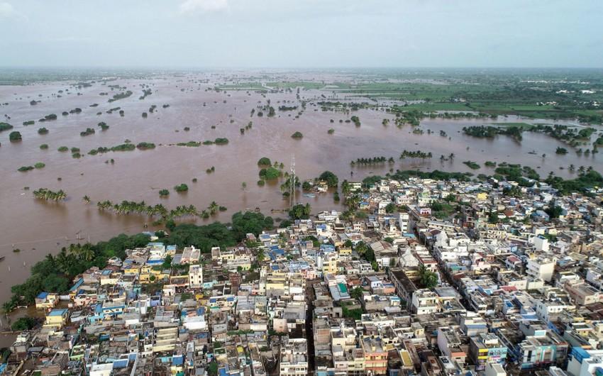 Hindistanda 2,6 mindən çox kənd su altında qalıb