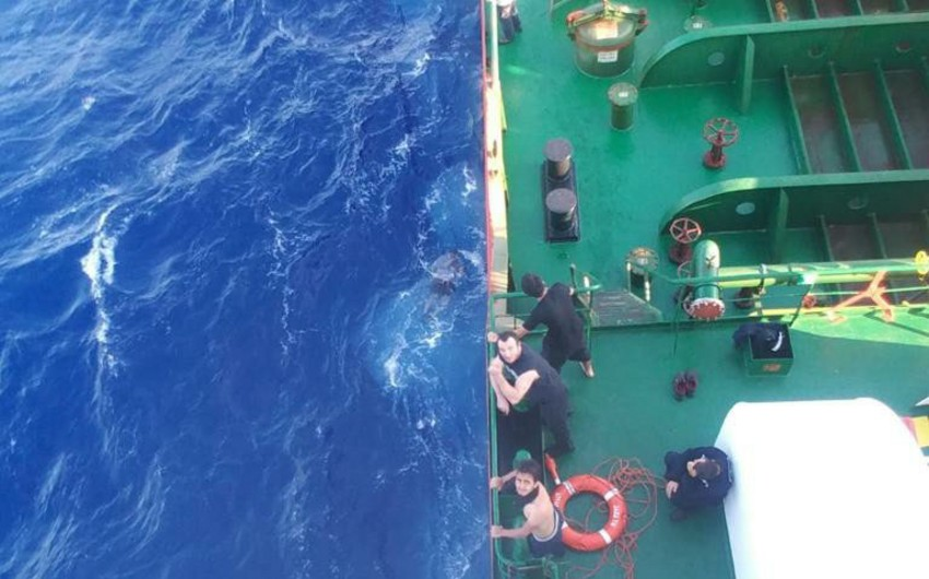 Ship captained by Azerbaijani rescues 32 Syrian migrants - VIDEO