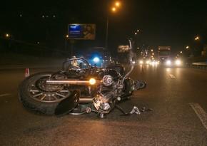 Yasamalda xanım piyadanı motosiklet vurdu