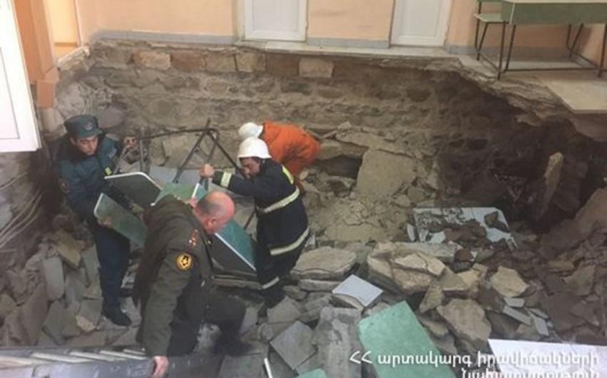 Yerevanda hərbi komissarlığın döşəməsi çöküb, xeyli xəsarət alan var - YENİLƏNİB