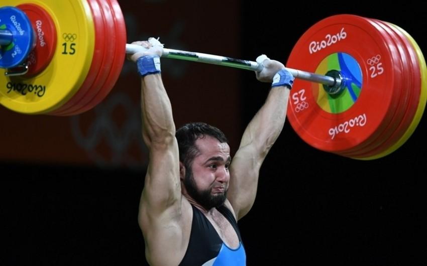 Azərbaycanlı ağırlıqqaldıran dünya rekordu vuraraq Olimpiya çempionu olub