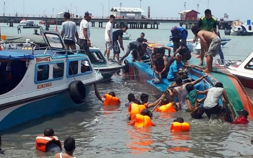 İndoneziya sahillərində gəmi batıb, ölənlər var