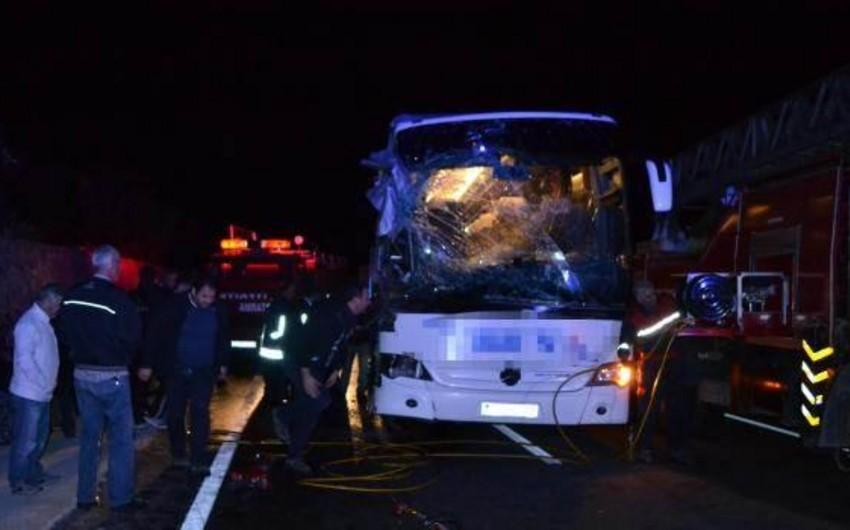 Azərbaycan vətəndaşı Türkiyədə avtomobil qəzasında yaralanıb