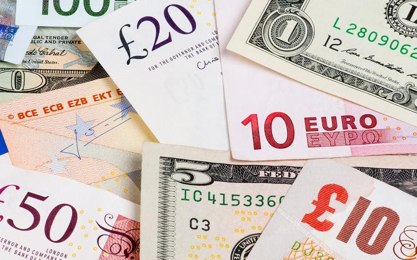 Фунт дешевеет к доллару на рисках вокруг сделки Великобритании и ЕС