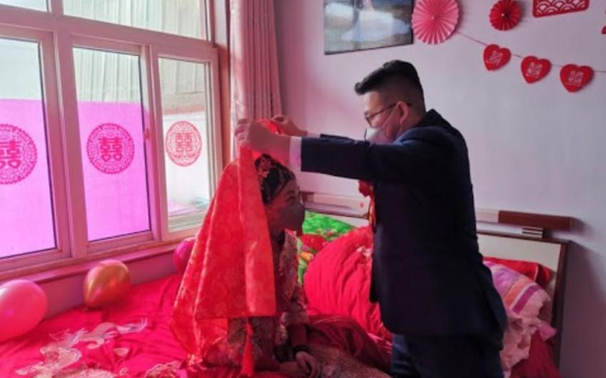 Koronaviruslu Çində qeyri-adi toy - FOTO