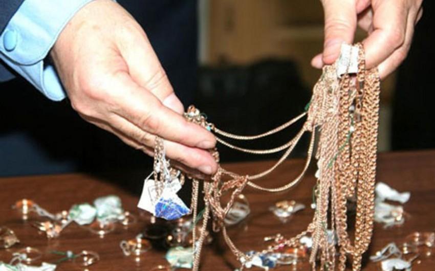 Bakıda qızıl-zinət əşyaları satan qadına qarşı 38 min manatlıq dələduzluq edilib