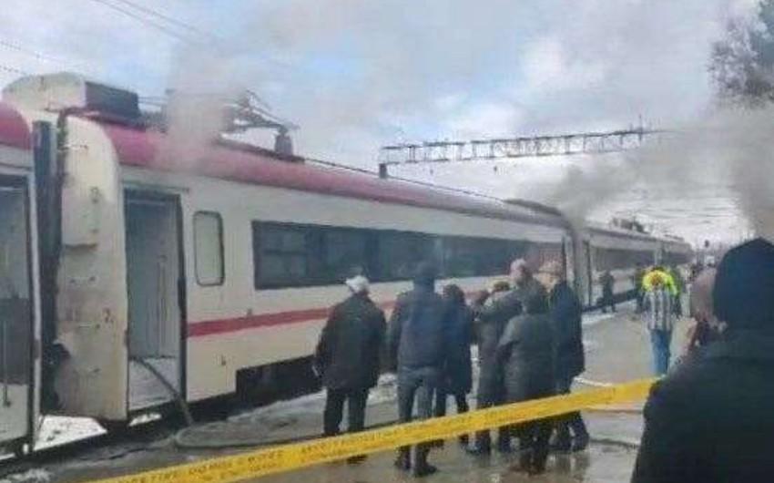Gürcüstanda qatar yandı, sərnişinlər təxliyə edildi - VİDEO - YENİLƏNİB