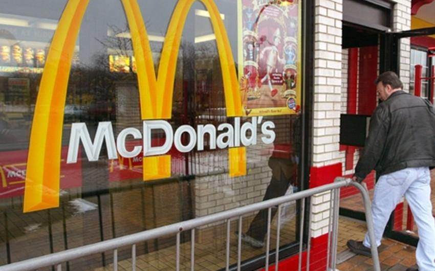 Üç azərbaycanlı məktəbli McDonald'sdan oğurluq edib
