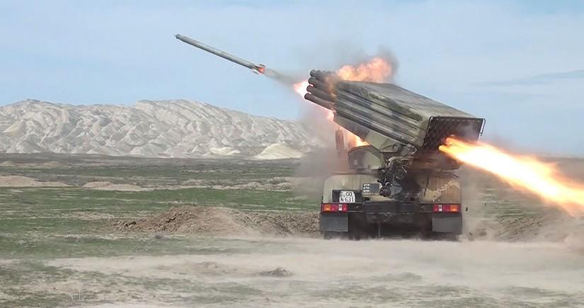 Azərbaycan Ordusunda raket-artilleriya batareyalarının döyüş atışlı taktiki təlimləri başlayıb
