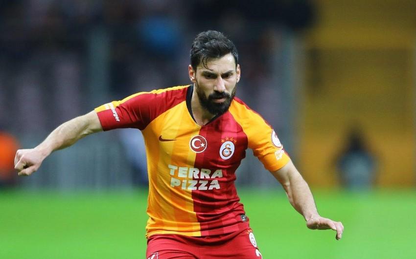 Türkiyəli futbolçu Qalatasaraydan ayrıldı