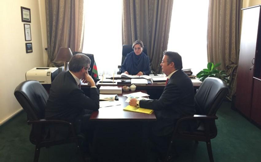 SOCAR-ın ekologiya üzrə vitse-prezidenti TOTAL şirkətinin nümayəndələri ilə görüşüb