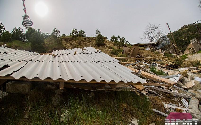 ETSN: Bayıldakı yeni sürüşmə sahəsində 3 ev tamamilə dağılıb, 22 qəzalı evin sakinləri köçürülüb
