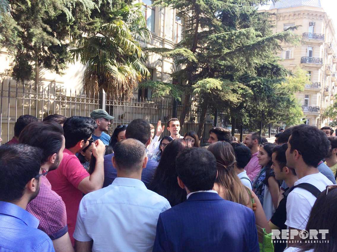 Группа студентов выразила у МИД Азербайджана недовольство в связи с невыдачей им виз для учебы в Италии - ФОТО