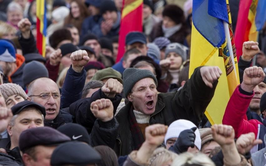 Moldova parlamenti qarşısında etirazçılarla polis arasında toqquşma baş verib