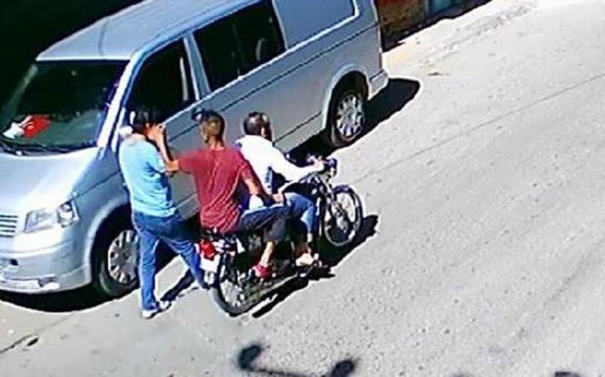 Yasamalda motosikletçilər Yaponiya vətəndaşına qarşı soyğunçuluq edib