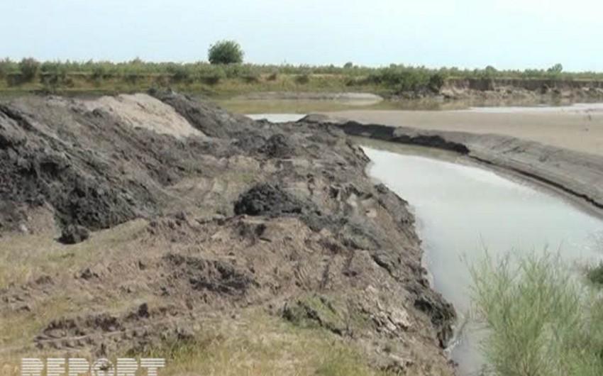 Araz çayında su azalıb - FOTO