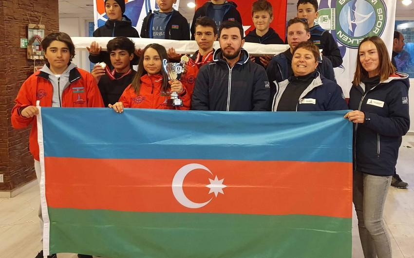 Azərbaycan yelkənçiləri ilk dəfə beynəlxalq turnirdə qızıl və gümüş medallar qazanıblar