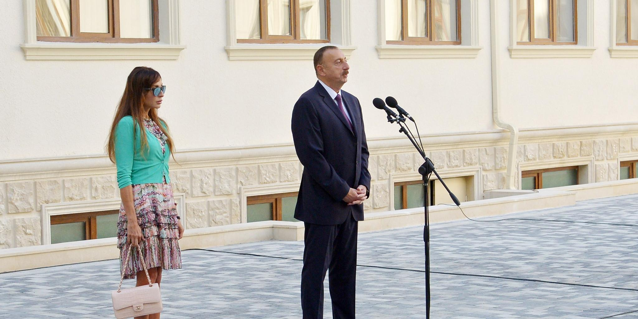 Prezident İlham Əliyev və xanımı yeni inşa olunmuş məktəbin açılışında iştirak ediblər